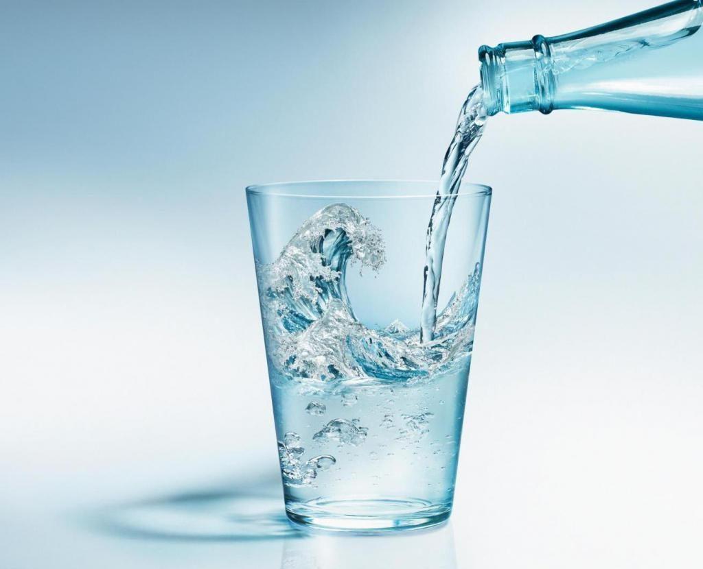 Вода при давлении: сколько можно ли пить при гипертонии ...